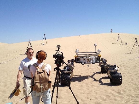 NASA Worker Sees Men Walk Over To Viking Lander On Mars Scarecrow_desert