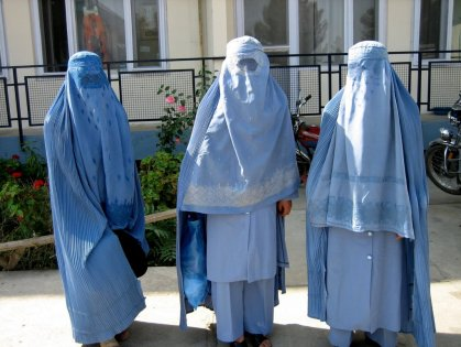 Greens Senators Christine Milne, Cassey O'Connor and Sarah Hanson-Young attend press conference in Canberra dressed in burqas.
