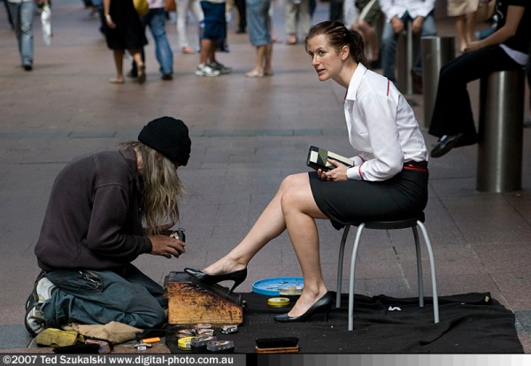 Shoeshine_homeless_and_woman_client_MG_6348-27
